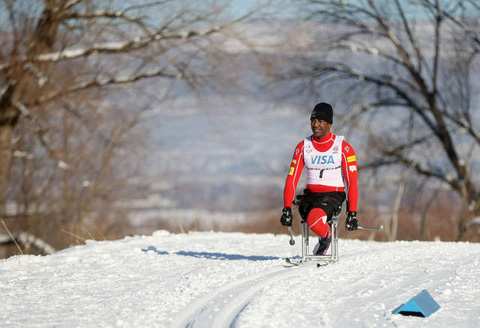 Adaptive cross country nordic sit skiier (Full Size)