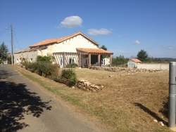 BARN & ACCESSIBLE GITE, CHARANTE, FRANCE - click to zoom